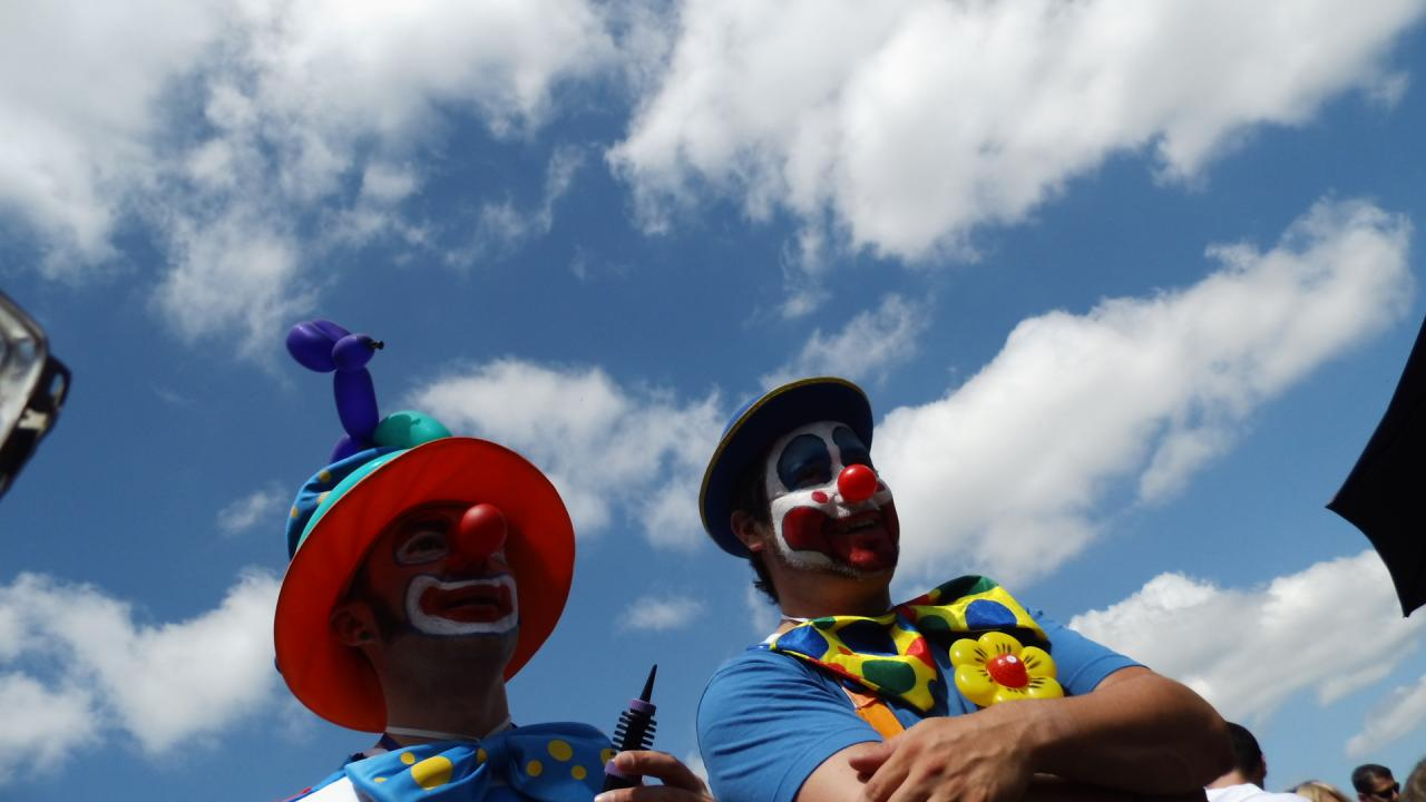 clowns enplace