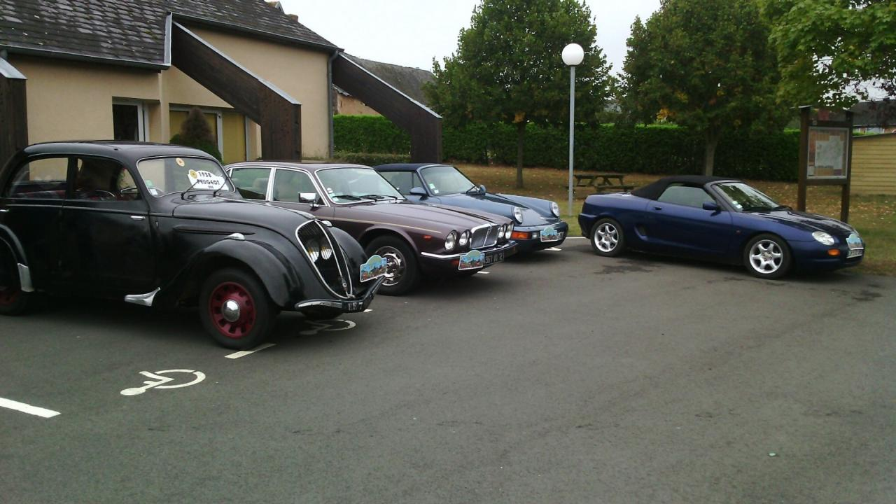 rassemblement voitures anciennesC